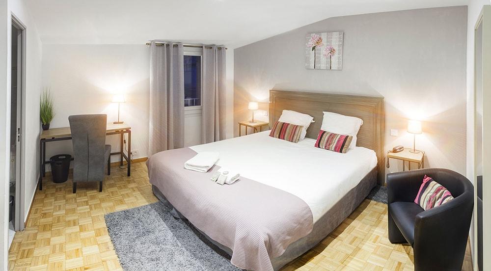 chambre-classique-st-remy-de-provence-hotel-piscine-baux-de-provence