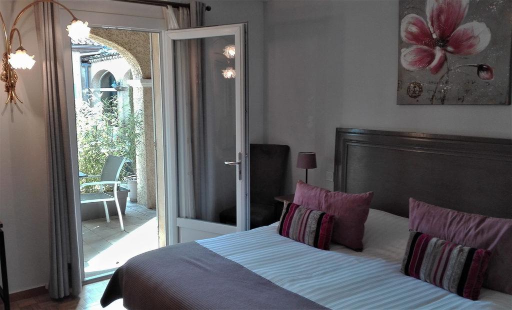 The superior room : 25 square meters / 269 square feet